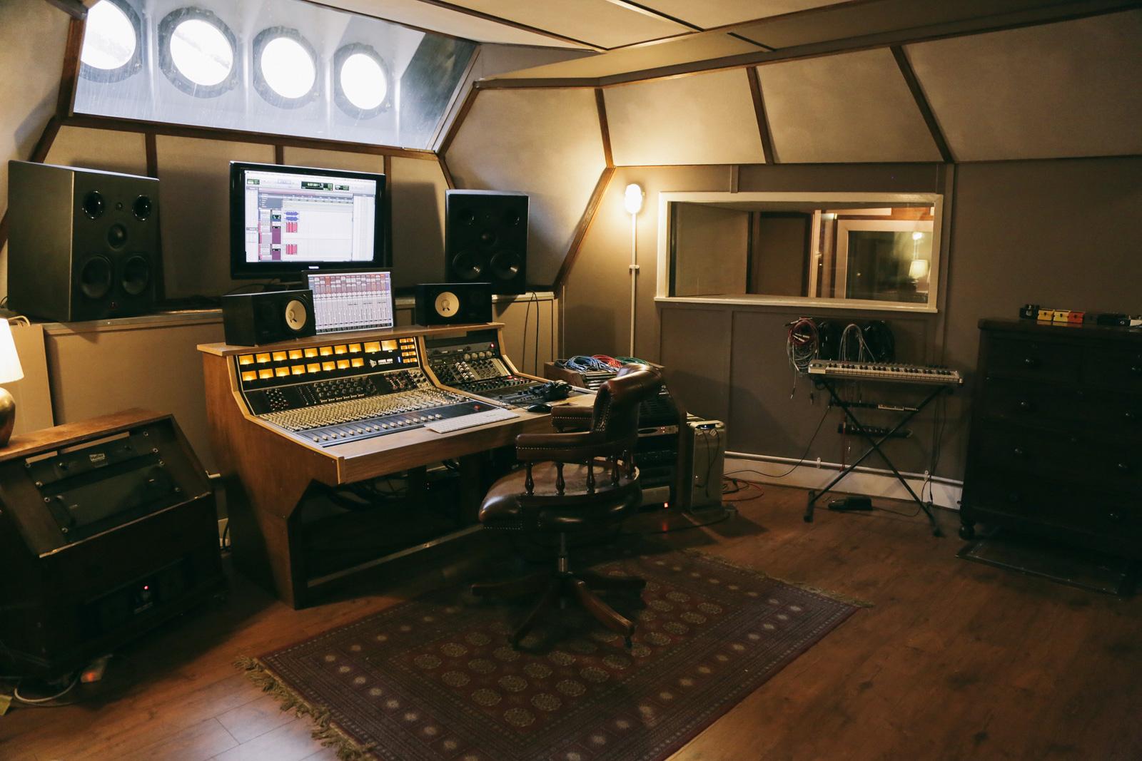 Lightship95. Control desk. Photography Lightship95