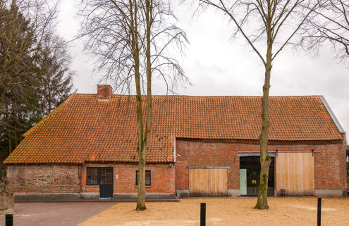 A 420-year-old farmhouse morphs into a medical practice in Belgium