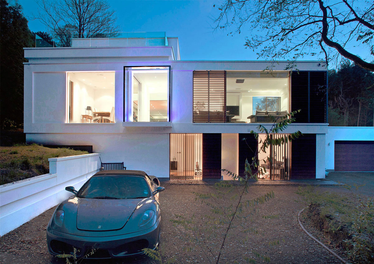 Home and driveway by DyerGrimes Architects in Tandridge