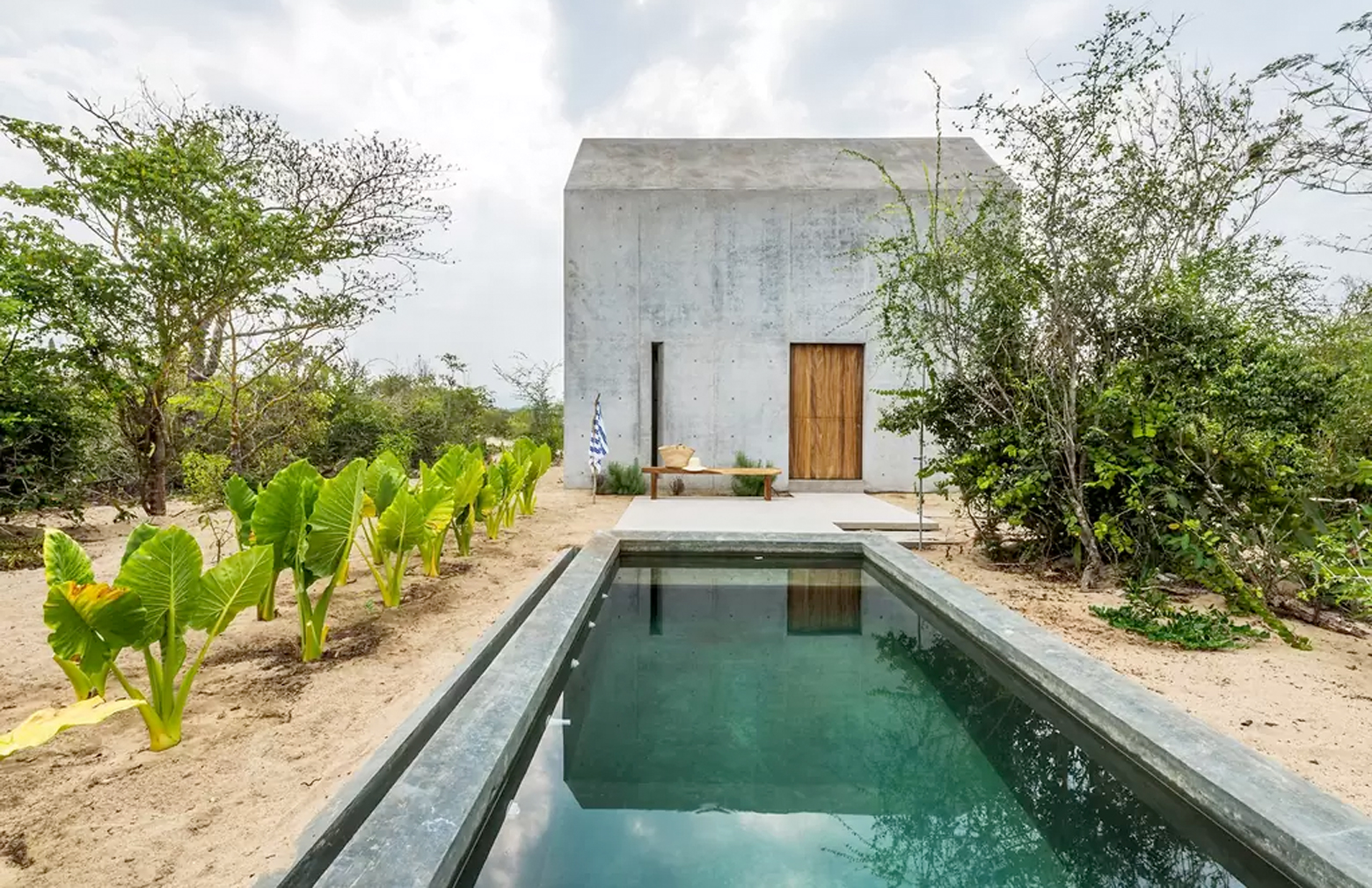 Rental of the week a concrete cabin in oaxaca mexico for Piani casa micro cottage