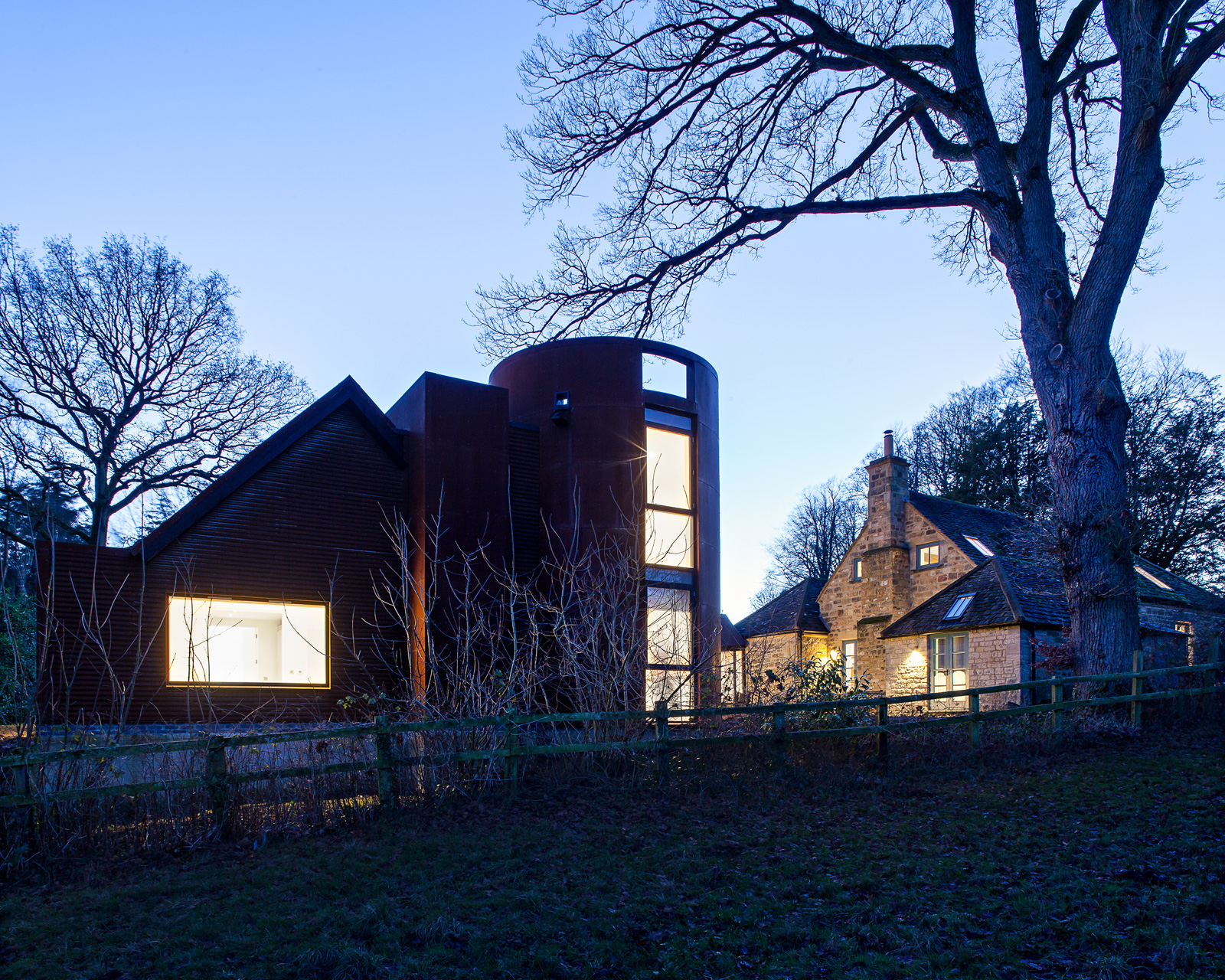 Gasworks Cottage by Chris Dyson Architects. Photography: Peter Landers