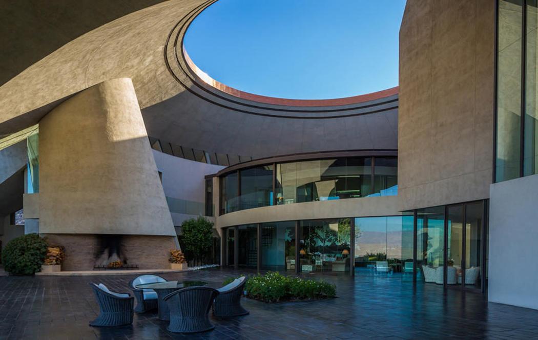 Bob Hope's Palm Springs home designed by architect John Lautner