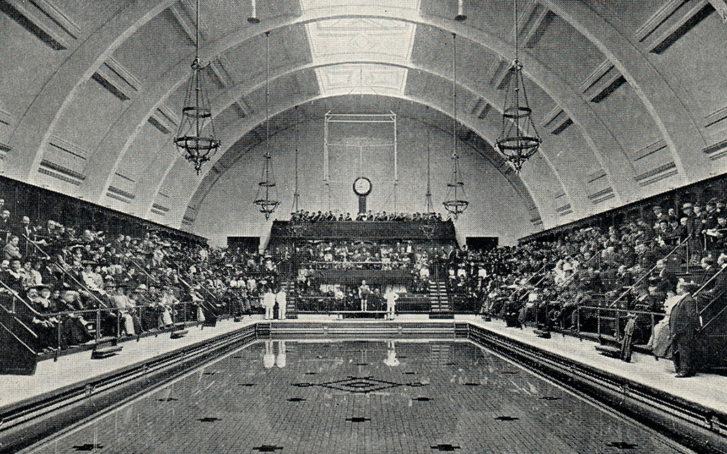 Opening day of Haggerson Baths in 1904, with amphitheatre style raked seating.