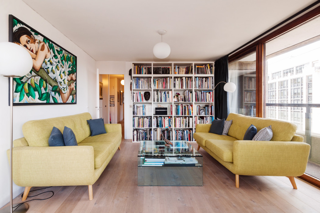 This 1 200 Sq Ft Four Bedroom Flat Has Been Fully Refurbished By Thomson Brothers In Keeping With The Original Barbican Design