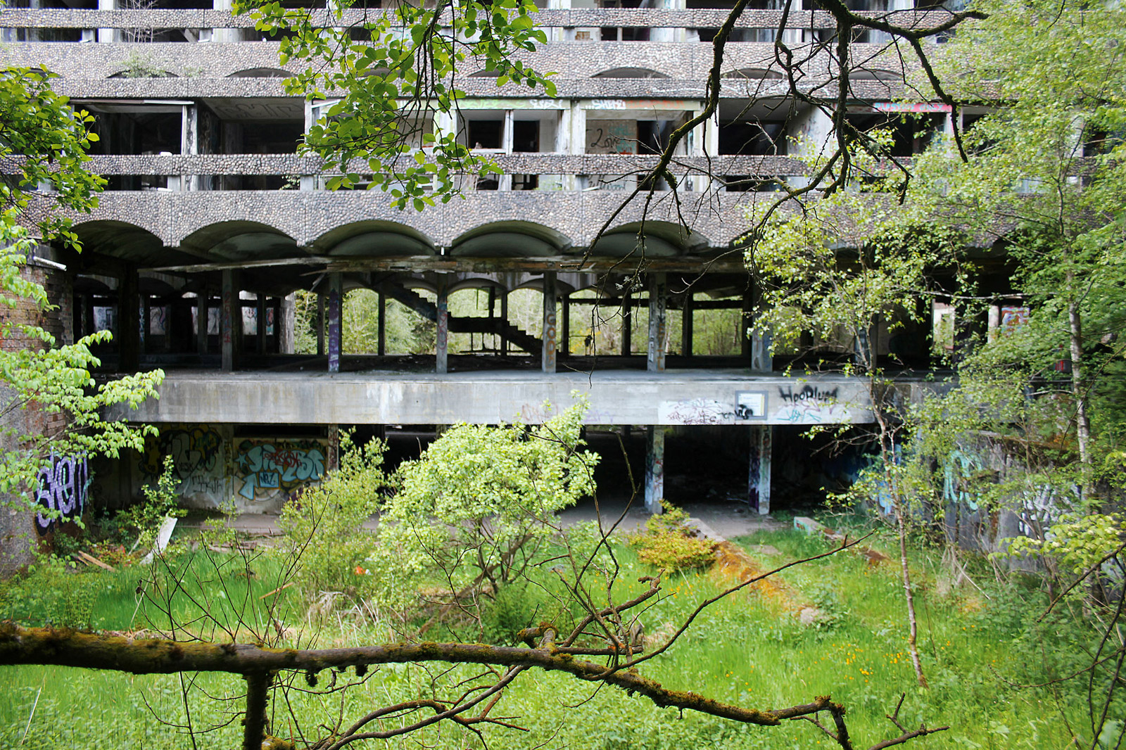 St.-Peter's-Seminary,-Cardross.-Architects-Gillespie,-Kidd-&-Coia,-1966.-Photography--Trevor-Patt.-Exterior-facade