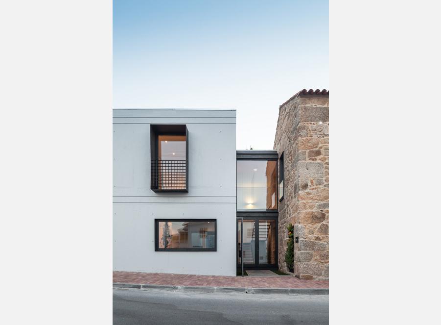 Casa-JA-entrance-through-to-courtyard