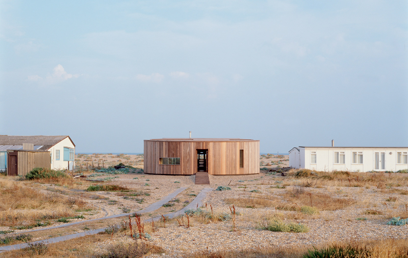 El Ray by Simon Conder in Dungeness