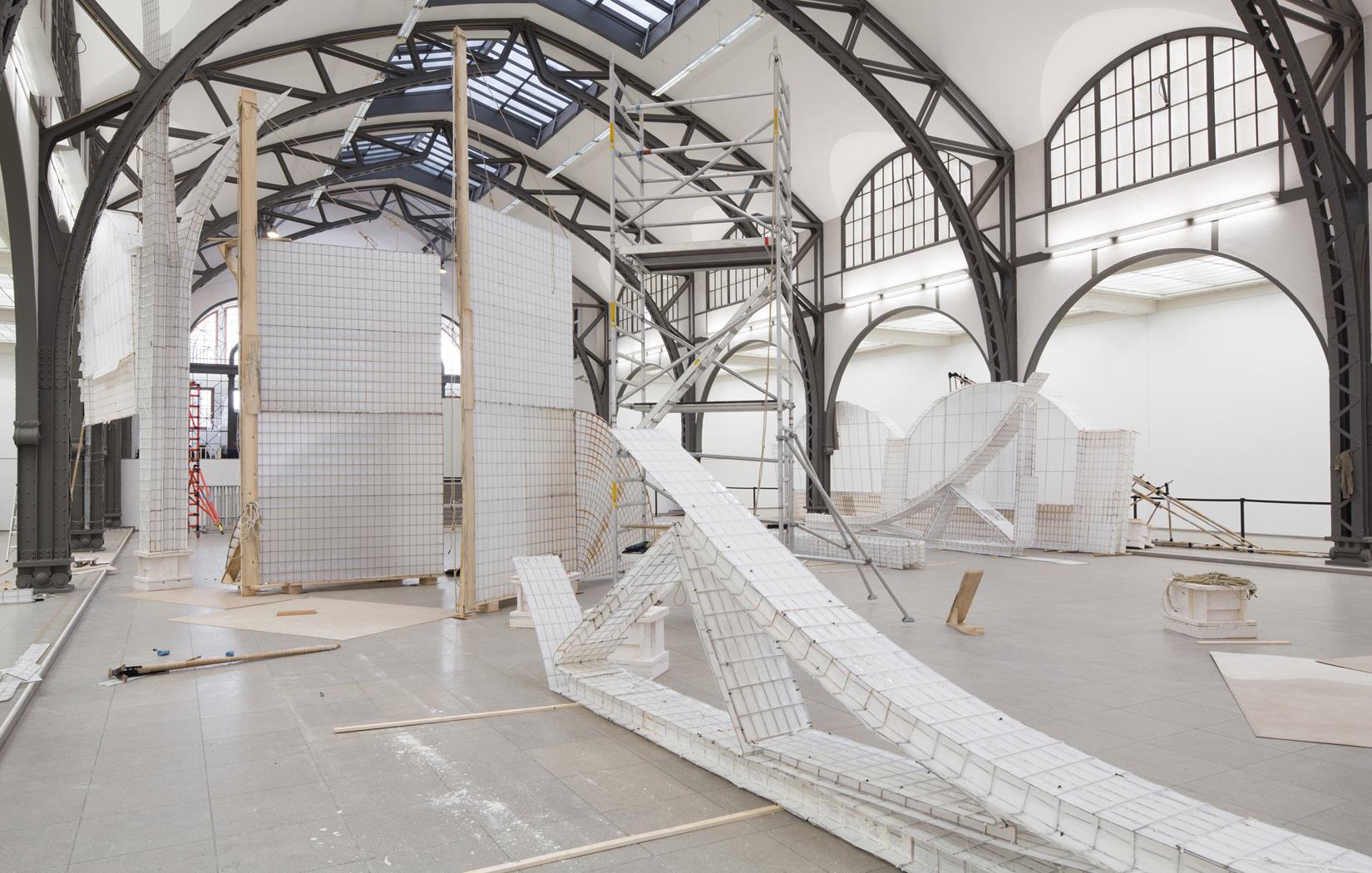 Hamburger-Michael-Beutler--Moby-Dick,-2015.-Ansicht-Ausstellungsaufbau-(Exhibition-setup-at)-Hamburger-Bahnhof---Museum-für-Gegenwart---Berlin