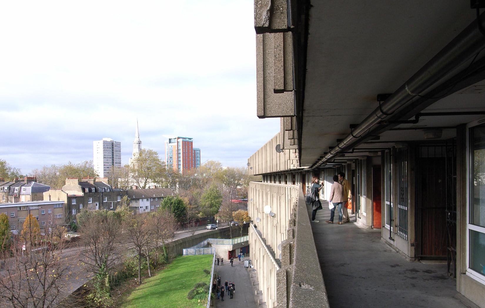 Robin-Hood-Gardens-Steve-Cadman-balconies