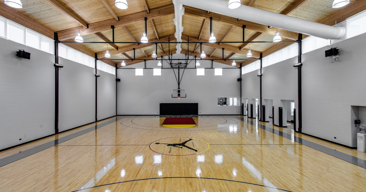 Hotel With Basketball Court In Chicago
