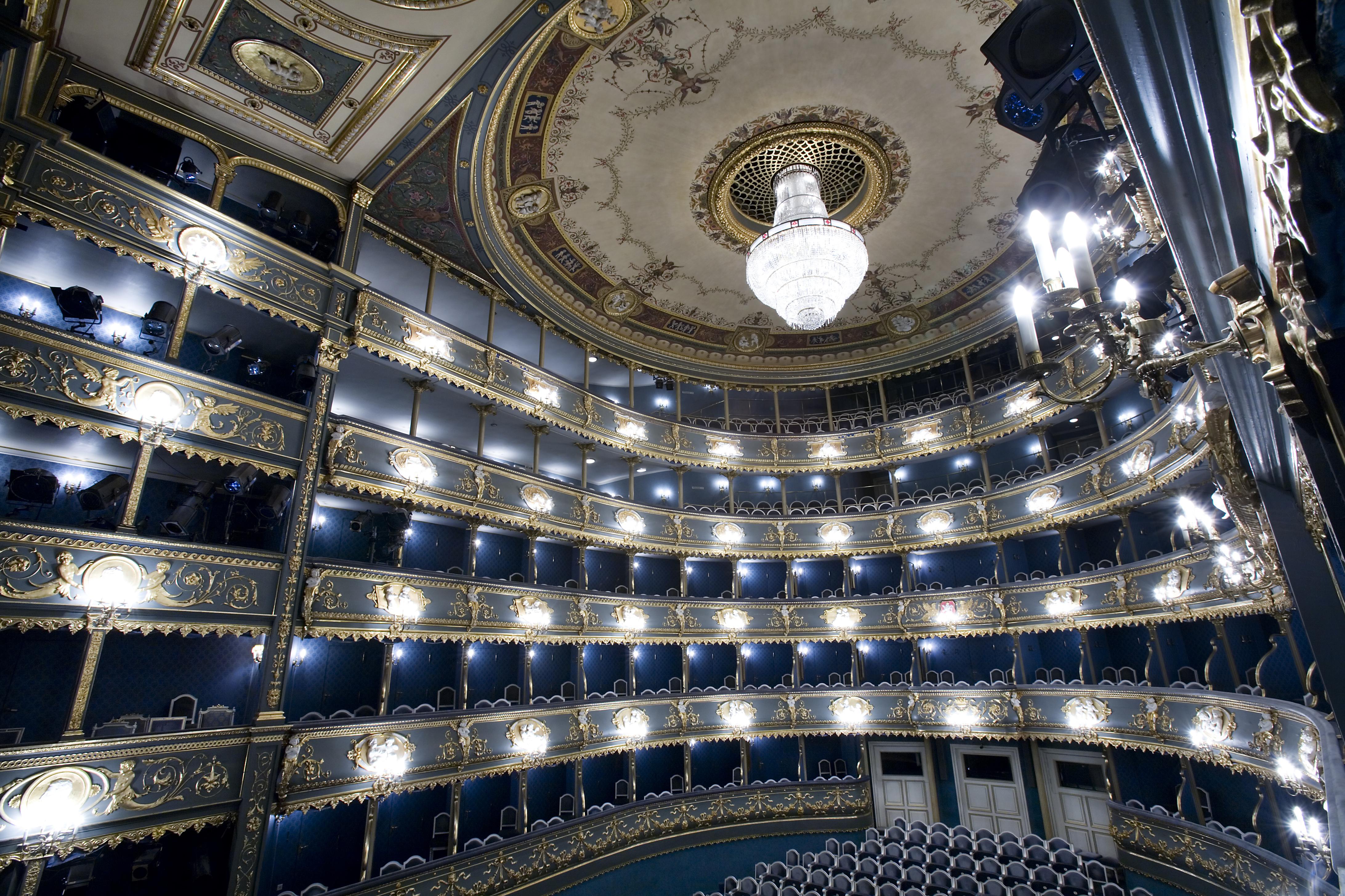 Narodni Divadlo, Estates Theater in Prague. Photography: Jorge Royan