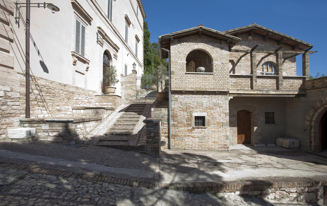 Property of the week a 17th century italian palace for Unique dwellings