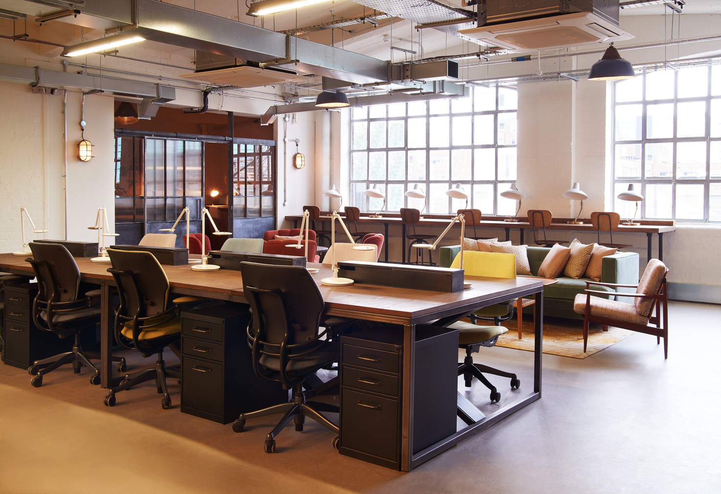 Shared desk, Soho Works Shoreditch (c) Soho Works 2015