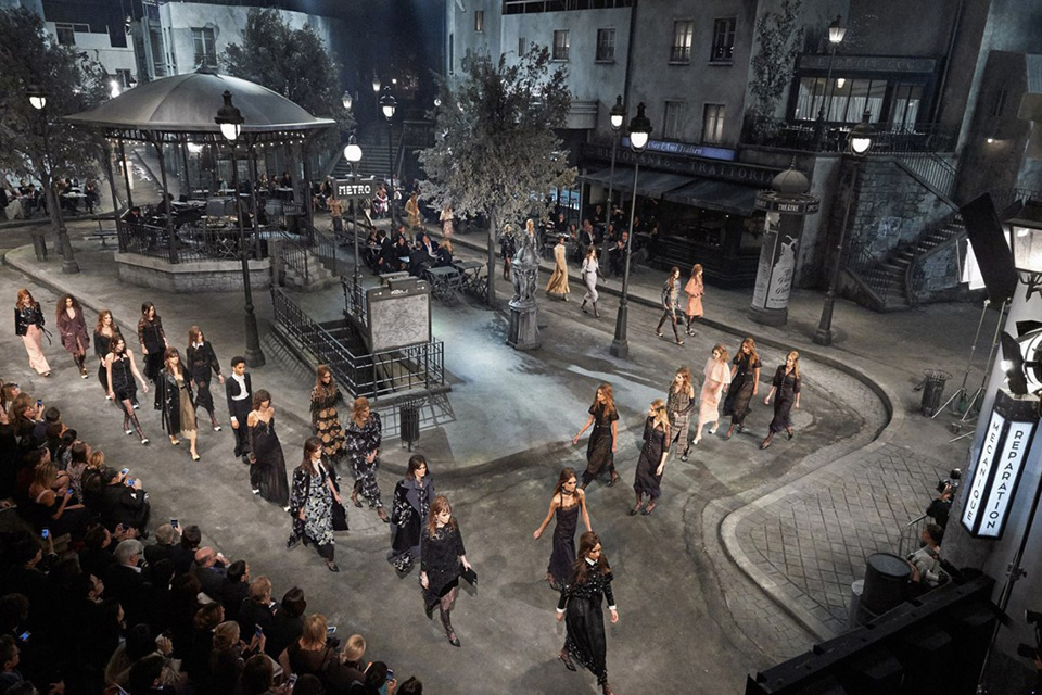 chanel-paris-fall-winter-16-preview-show-01