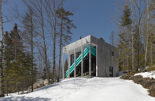 Sports grandstands inspire a Canadian home by Architecturama