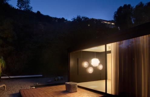 A design show that sets Pierre Koenig's Case Study House 21 aglow
