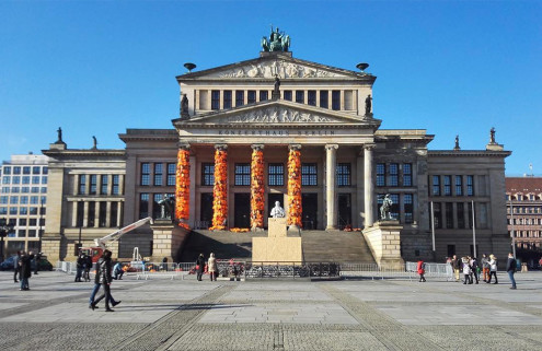Ai Weiwei covers Konzerthaus Berlin's pillars in 14,000 refugee life jackets