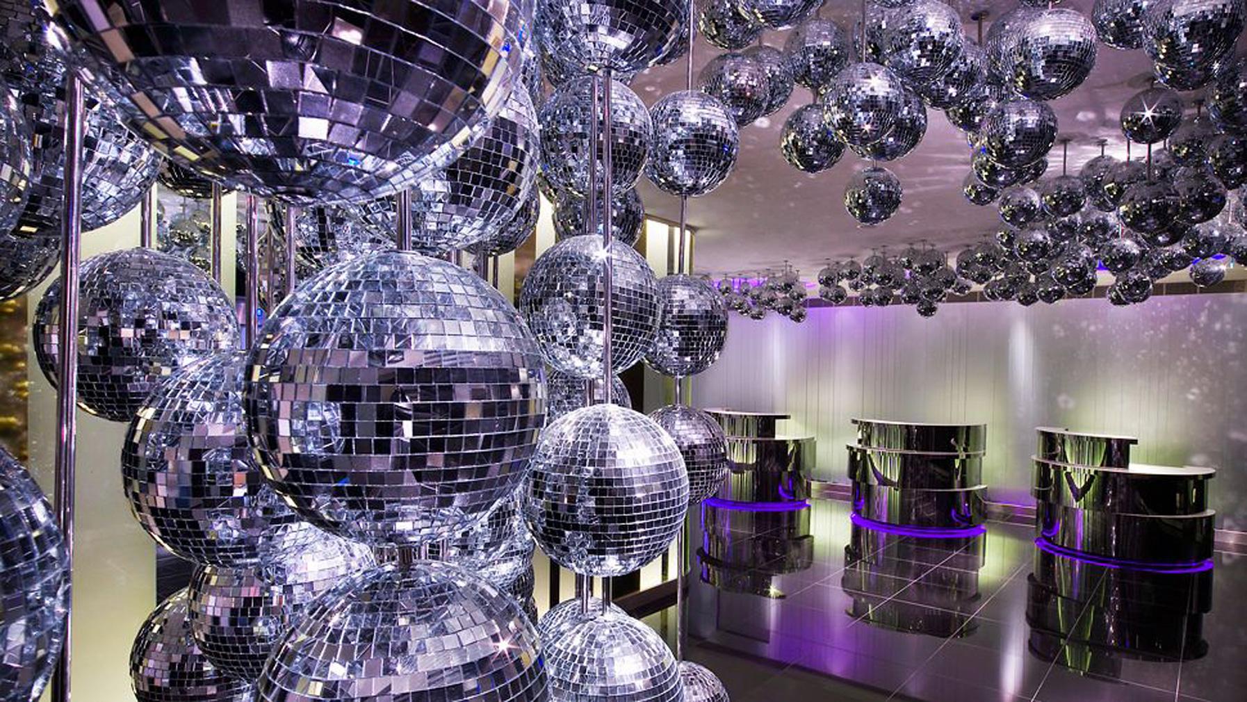 W London lobby