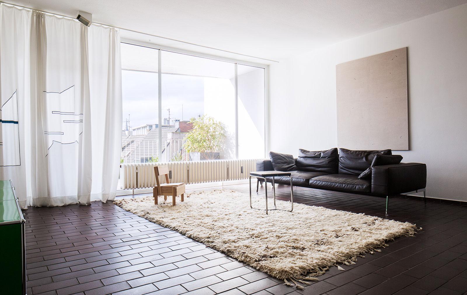 Daniel-Hug-Apartment-01