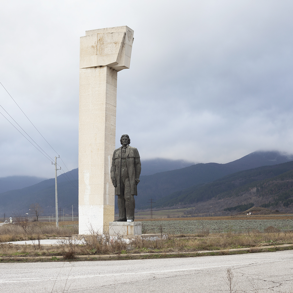 A roadside monument between Kran and Buzludzha