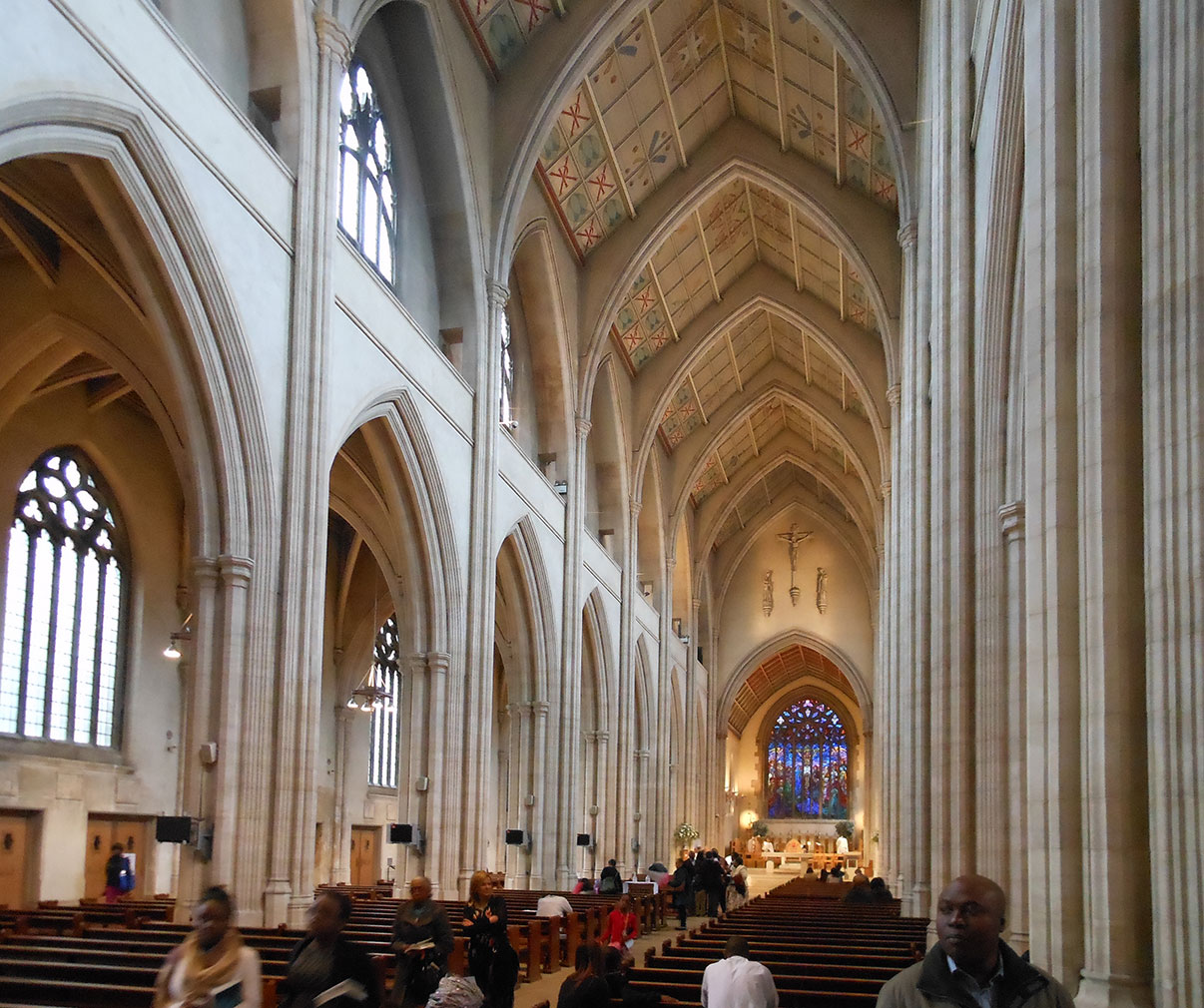 Southwark_rc_Cathedral_interior_1