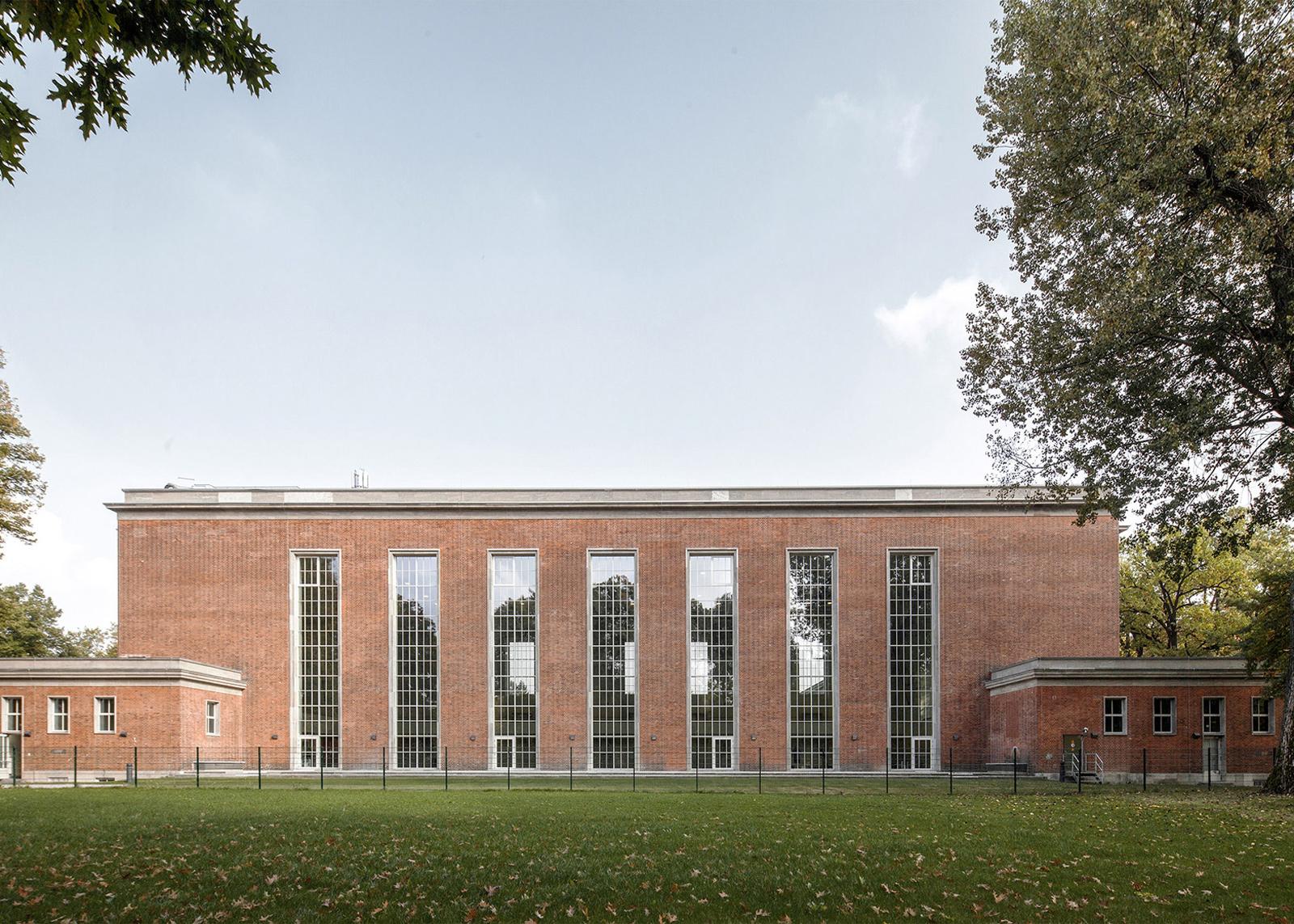 Schwimmhalle Finckensteinallee Courtesy Veauthier Meyer Architects
