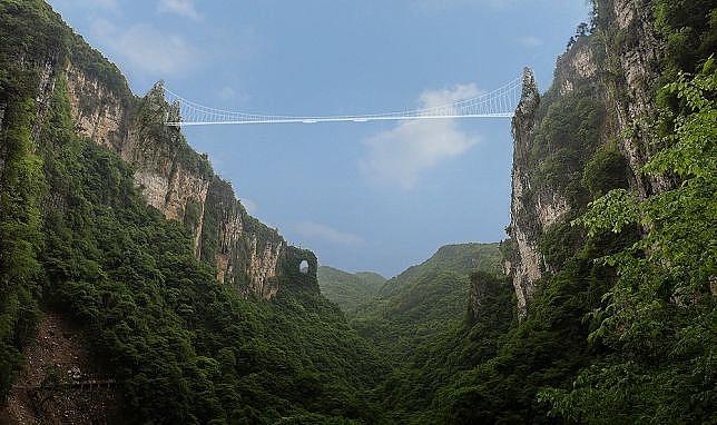 Haim Dotan's Glass bottomed bridge design in China