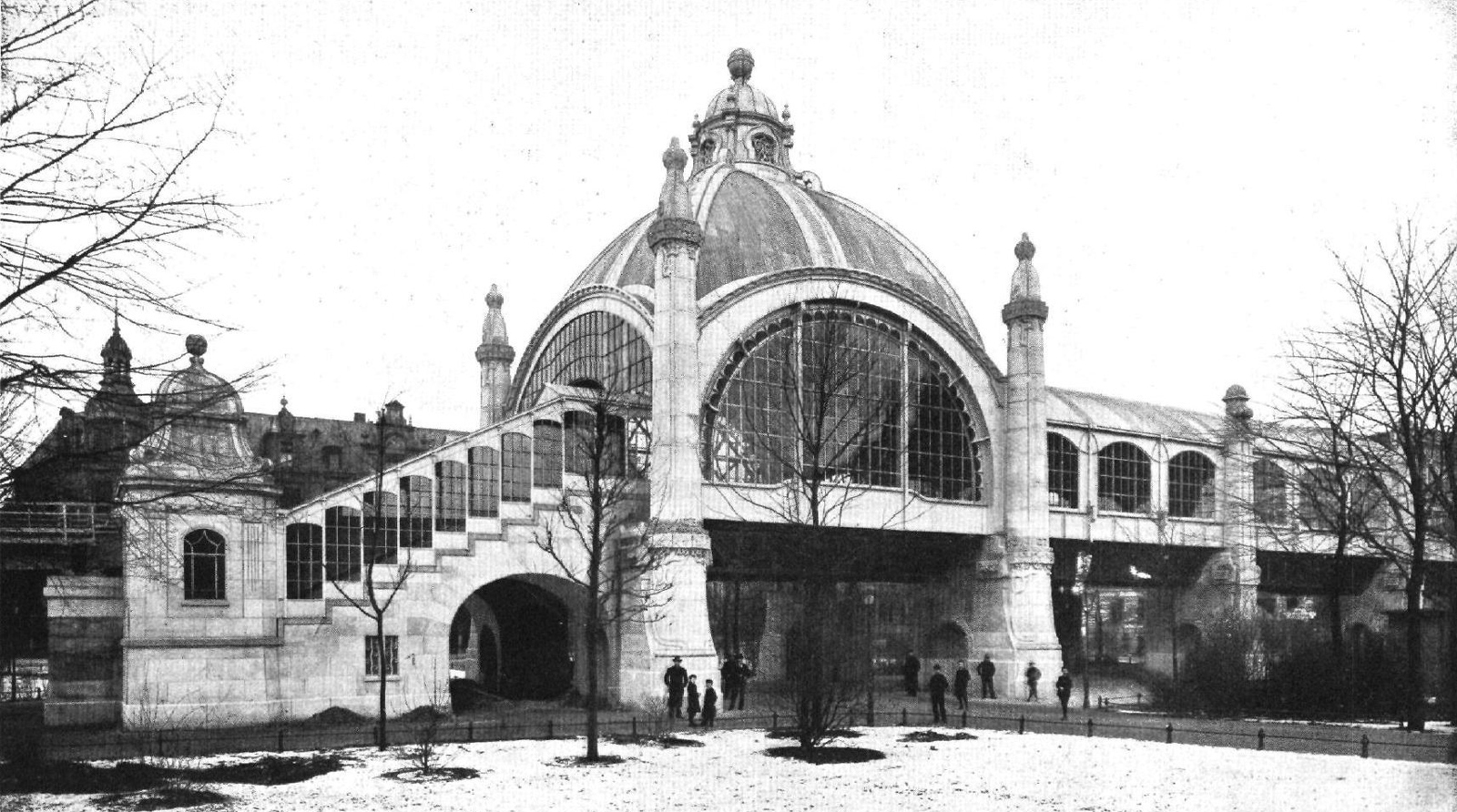 Berlin's Untergrundbahn network opened in opened in 1902 and is spread over 10 'u' lines. Pictured: Nollendorfplatz station circa 1903