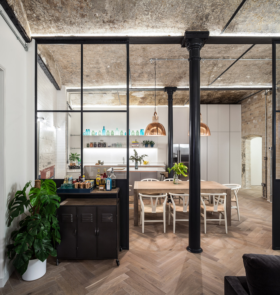 The Bakery Place residencies feature crittall dividers and original features including iron columns. Photography: David Bulte