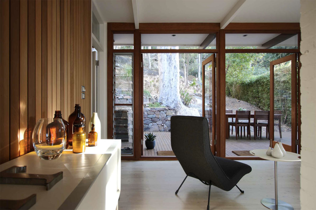 Mid-century beach house by Brian Mazlin goes on sale near Sydney
