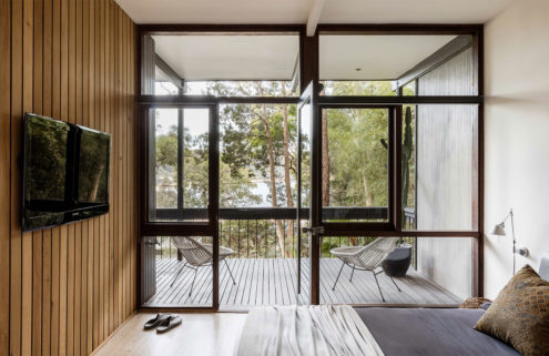 Mid-century beach house by Brian Mazlin goes on sale near Sydney