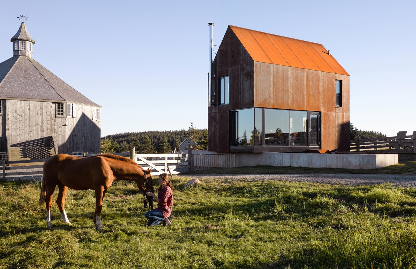Photography: Courtesy of MacKay-Lyons Sweetapple Architects