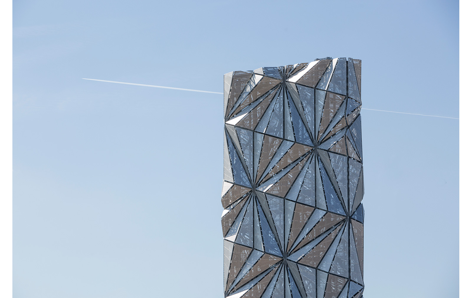 The Optic Cloak by Conrad Shawcross. Photography: Marc Wilmot, courtesy of the Greenwich Peninsula