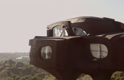 Solange dances atop Robert Bruno's 'spaceship house'