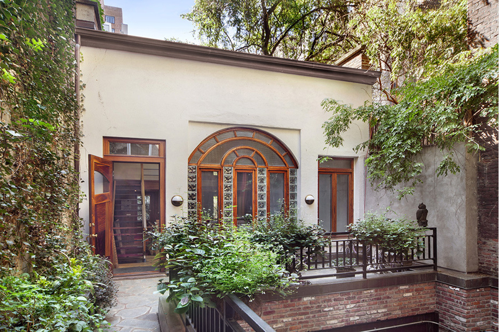 Carriage house for rent in New York