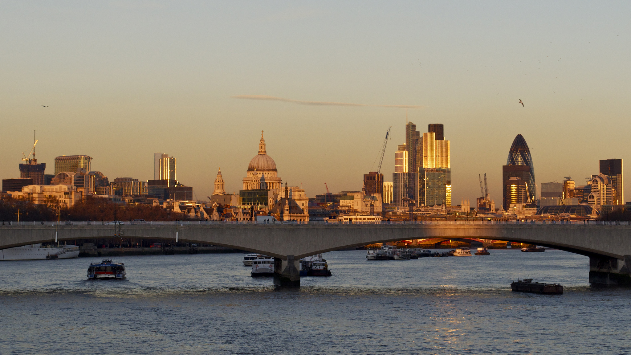 Sunset over Waterloo Bridge. Photography: Steve Walker