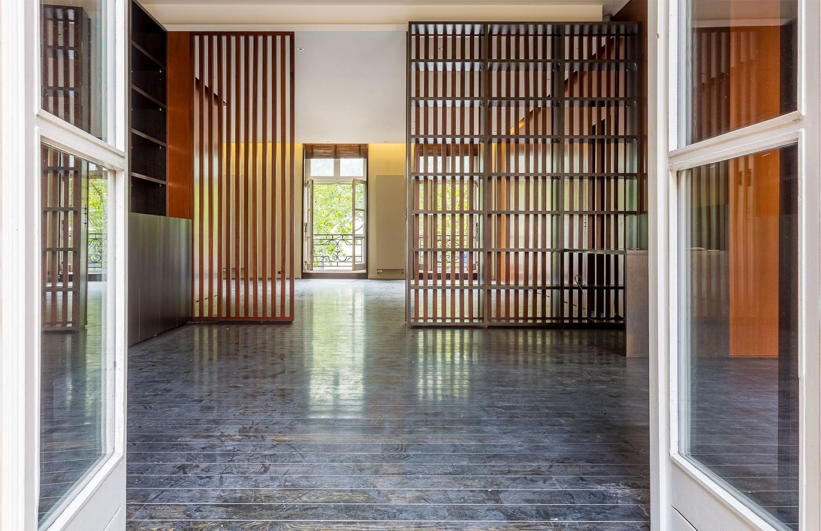 paris artists home: Paris apartment by the Pompidou Centre