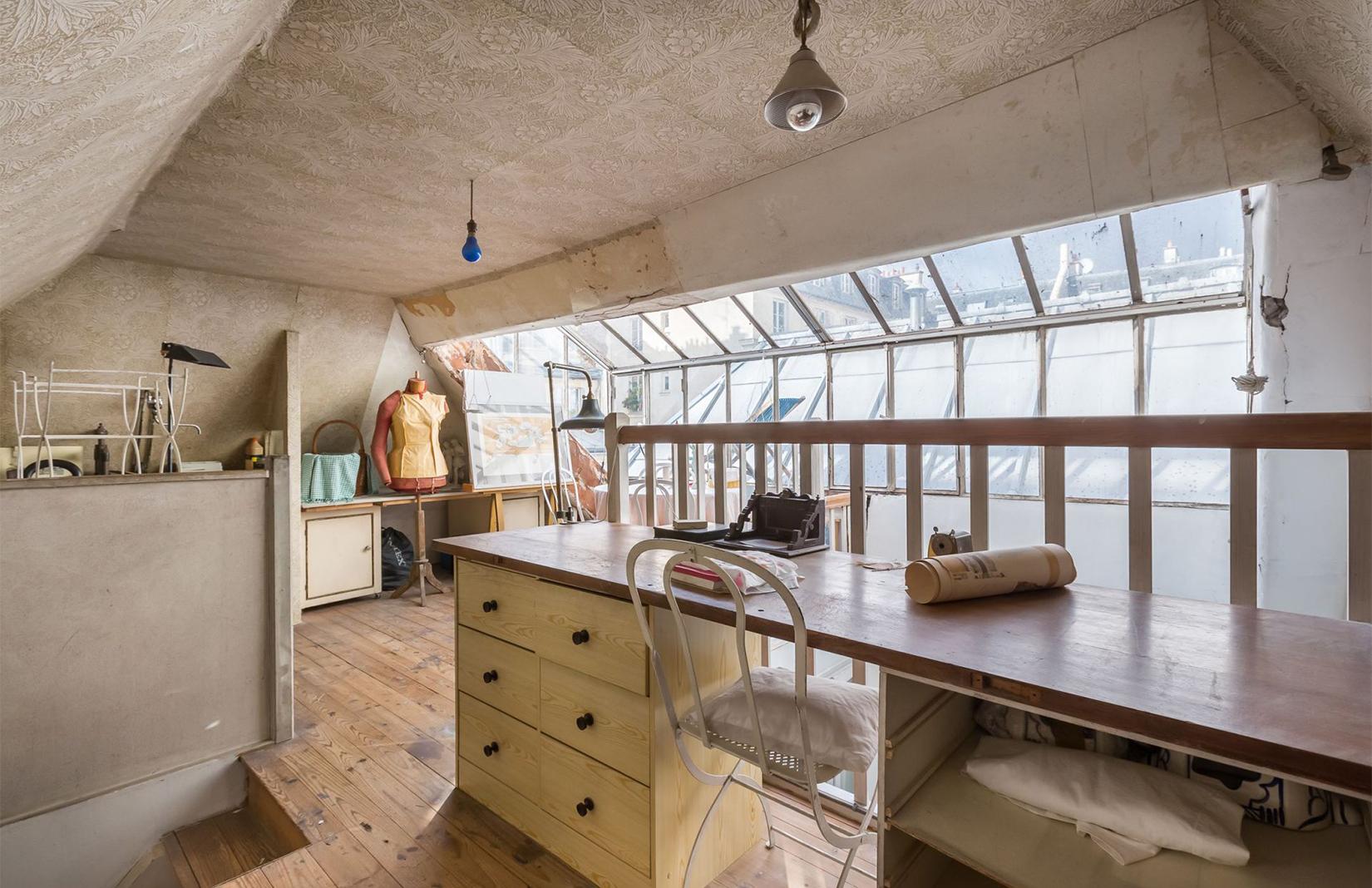 Paris artists home: light-filled atelier