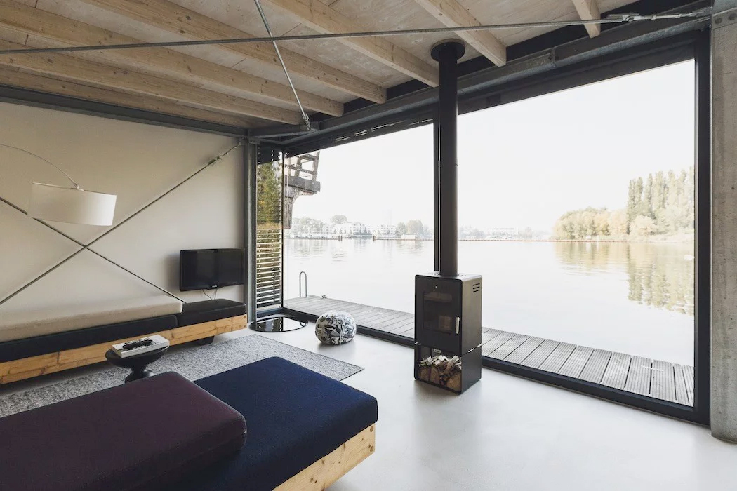 Berlin apartments to rent - a modern house boat on the lake