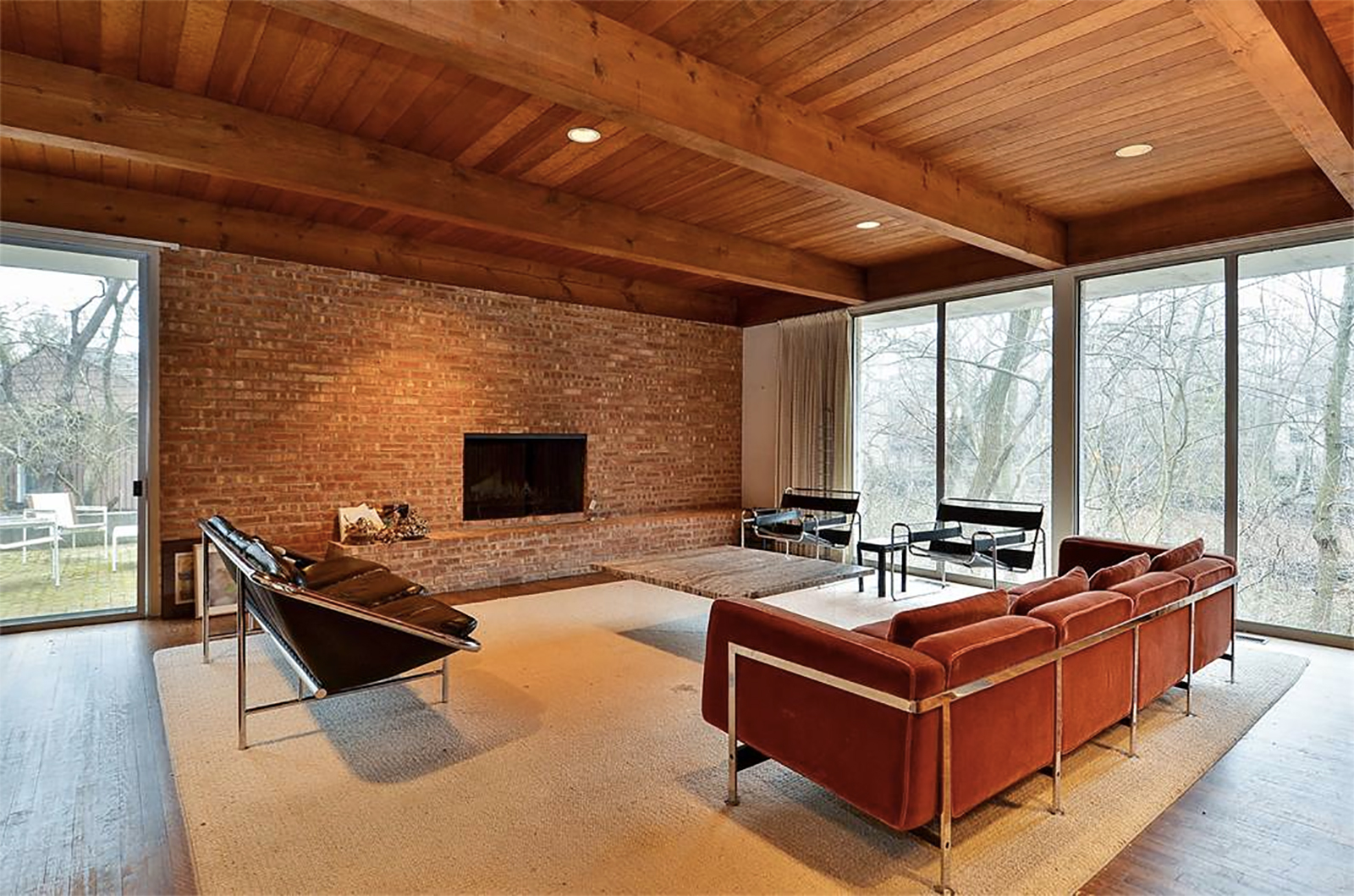 7 of the best midcentury homes for sale in the us for Modern homes for sale chicago