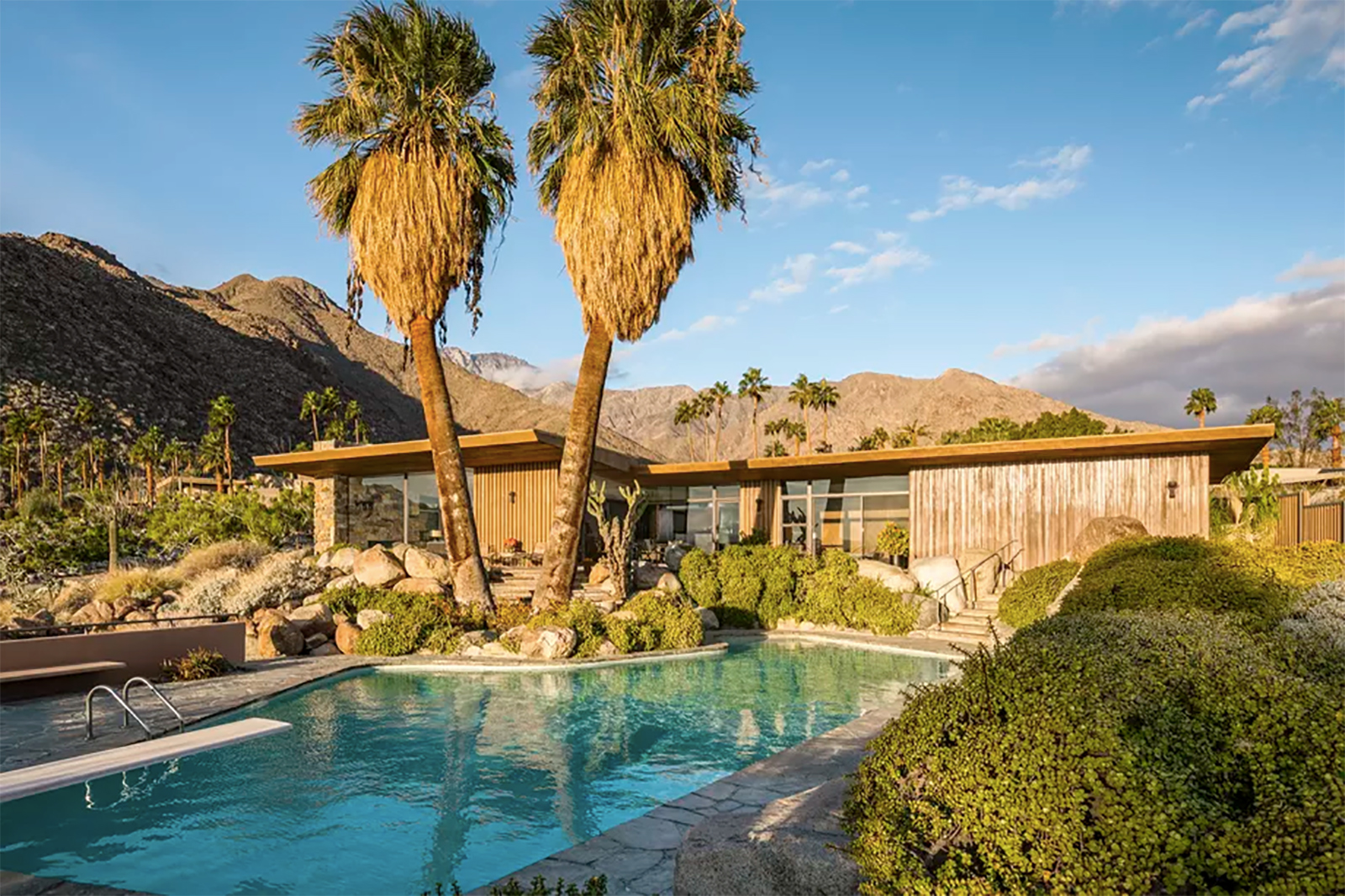 7 of the best midcentury homes for sale in the us for Property in palm springs