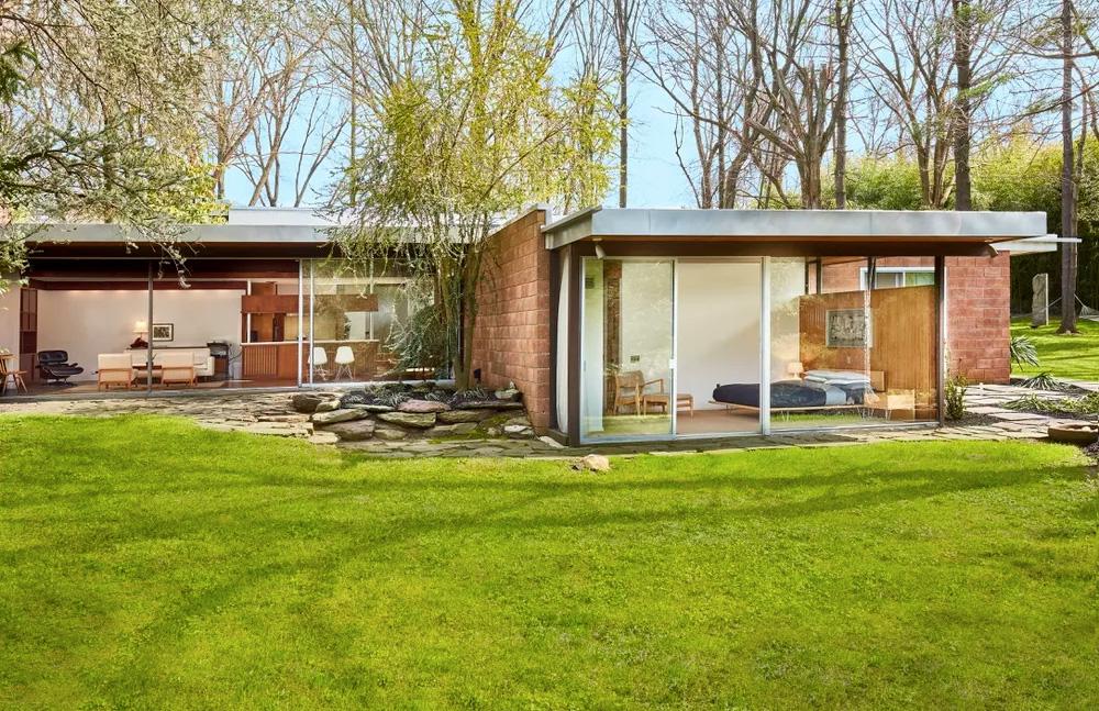 Restored richard neutra landmark hits the market in for 60 s modern homes