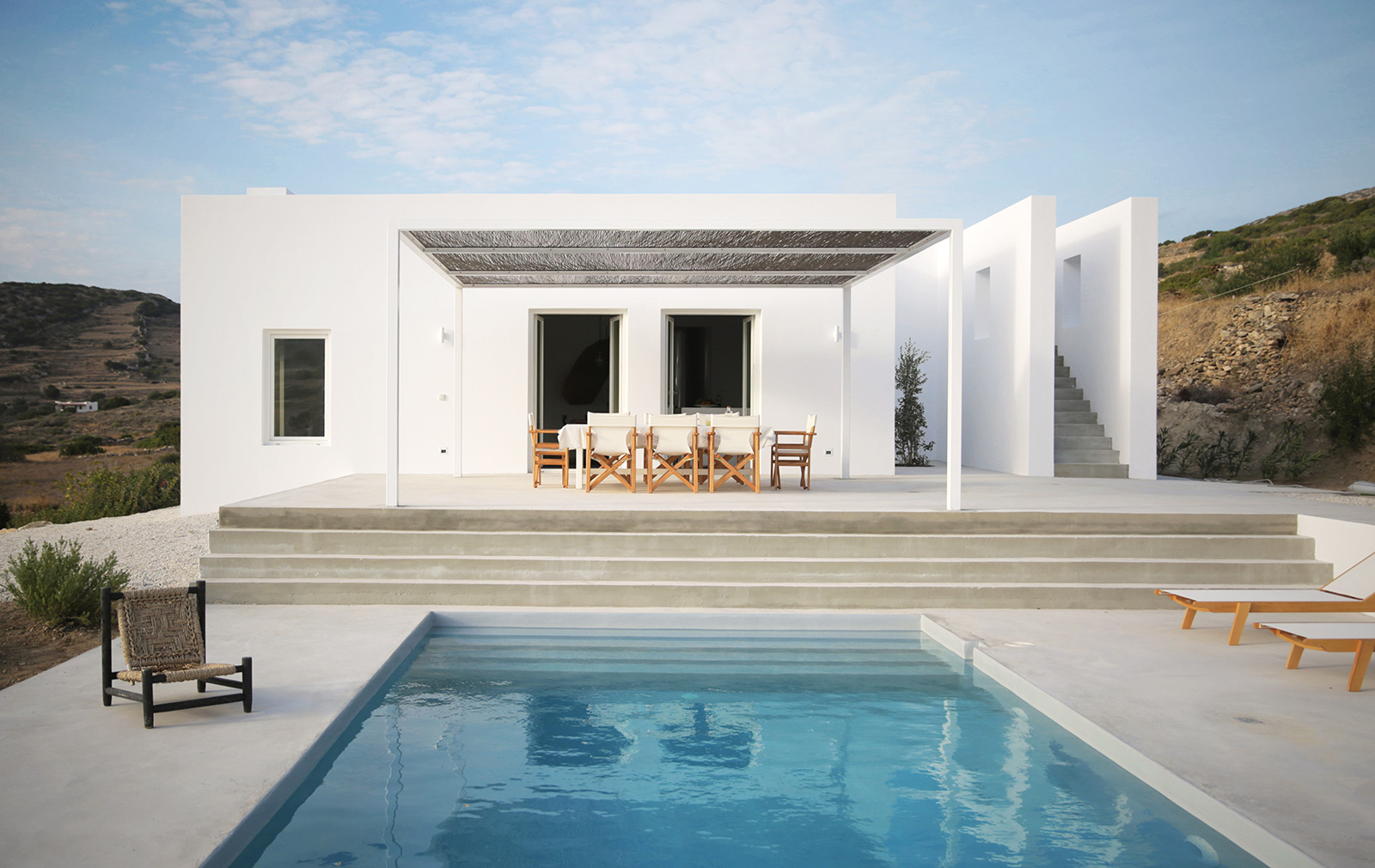 8 idyllic greek villas for design lovers for Villa de luxe design