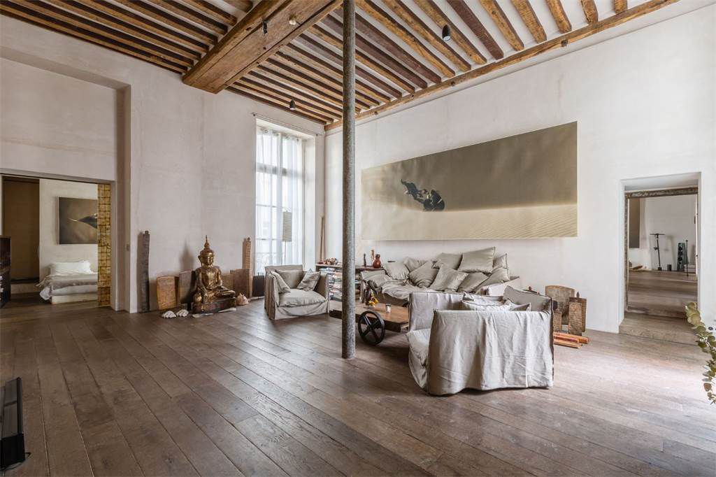 artist s loft with historic bones hits the market in paris. Black Bedroom Furniture Sets. Home Design Ideas