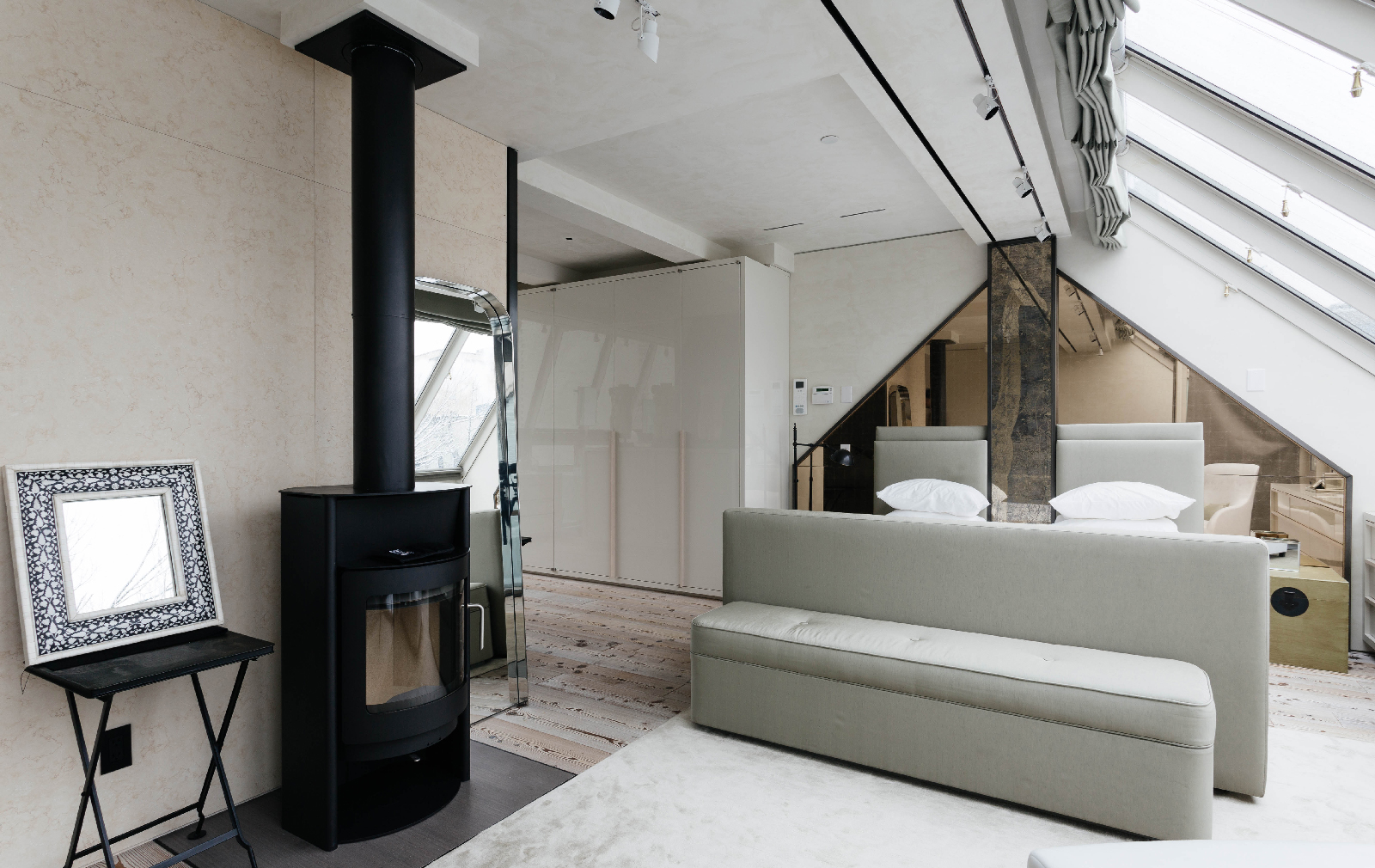 holiday home of the week a hotelier u0027s moody new york townhouse