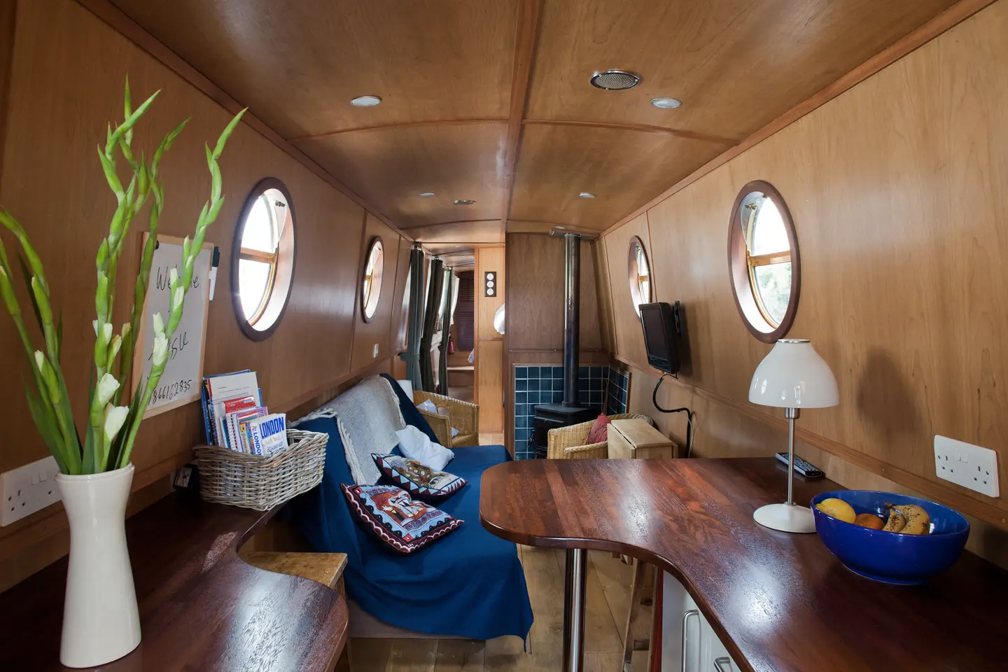 Jessie the narrowboat - Airbnb