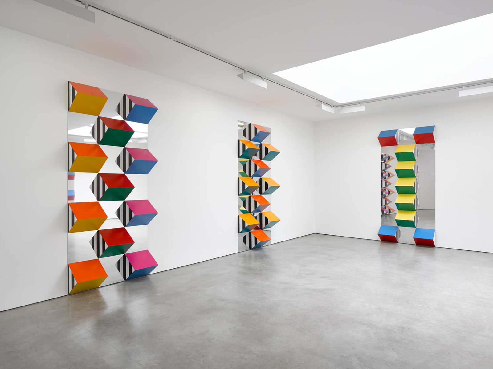 Daniel Buren, <em>PILE UP: High Reliefs</em> installation view, Lisson Gallery London, 2017