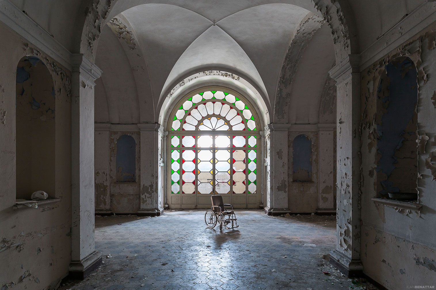Ilan Benattar's photo essay on abandoned medical centres