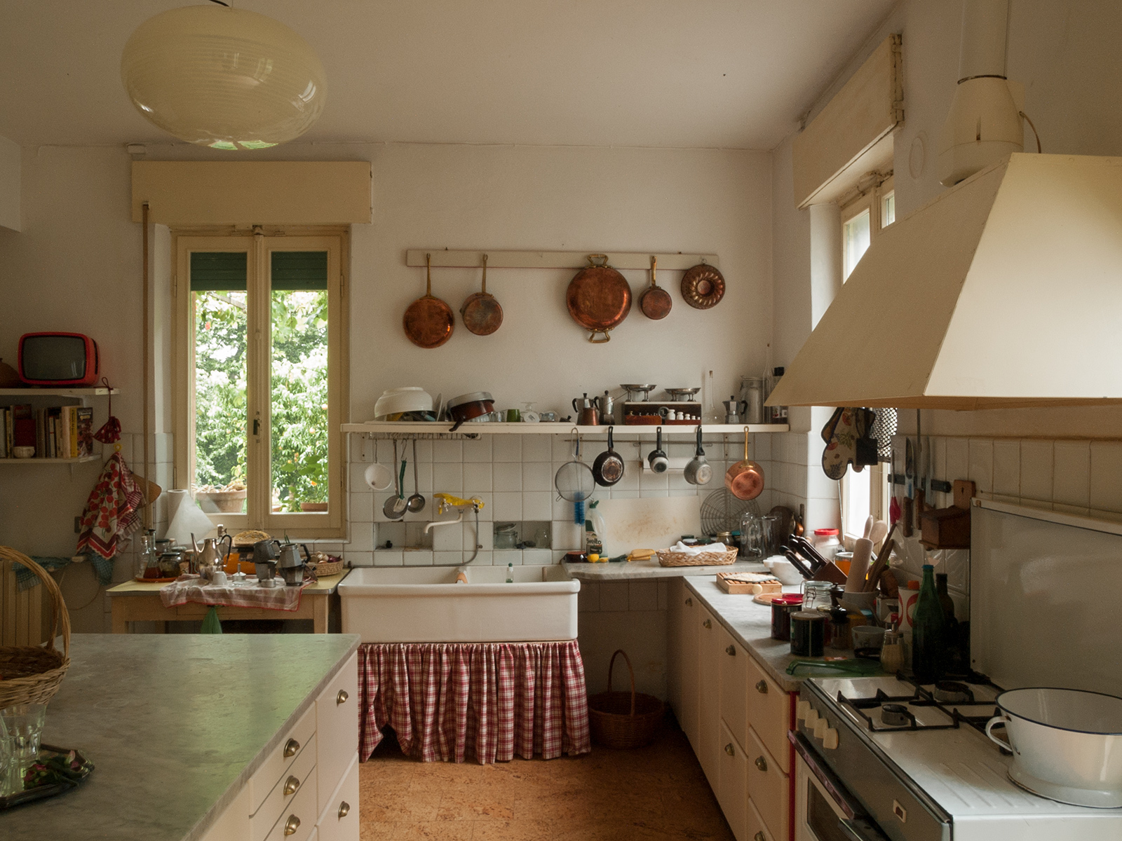 The kitchen. Photography: Giulio Ghirardi