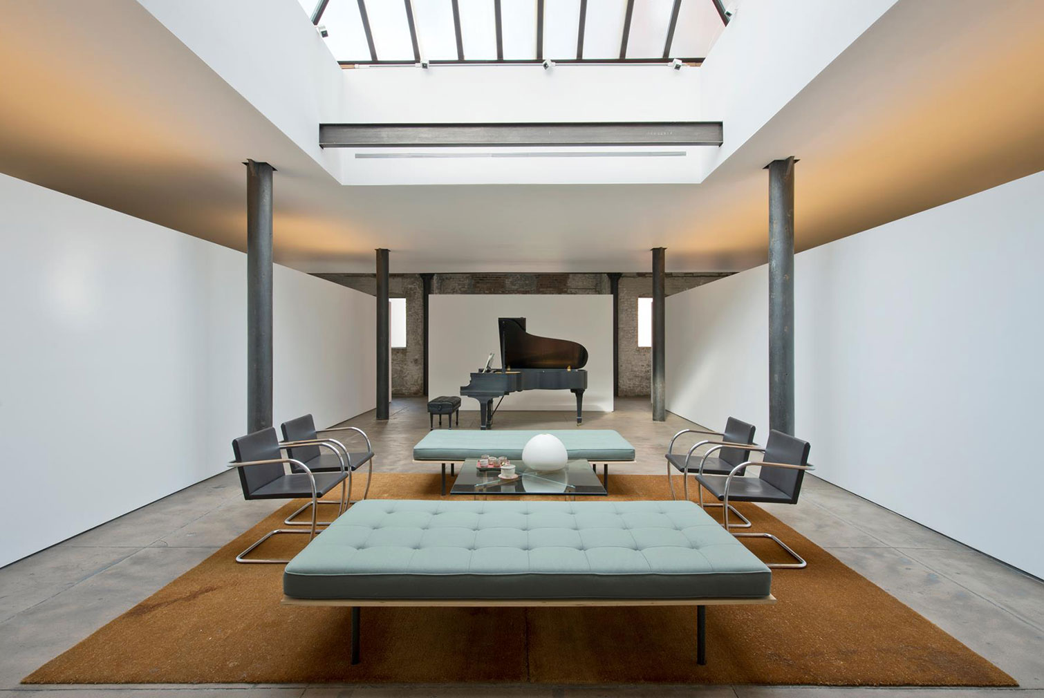 Minimalist concrete apartment lists for 11m in manhattan for Minimalist apartment nyc